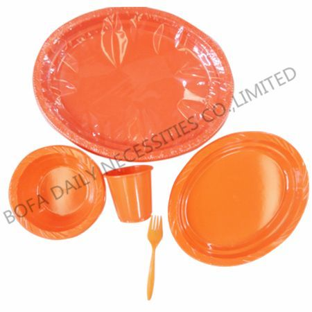 Pink plastic tableware set (5p...
