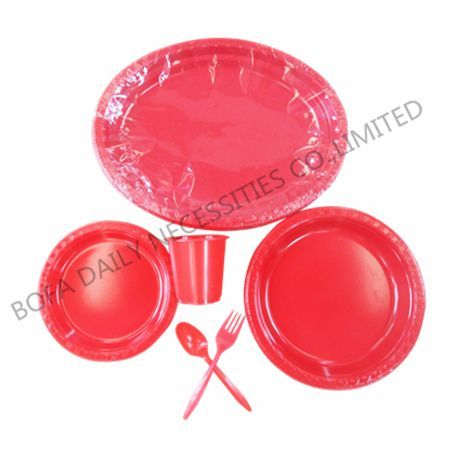 Orange plastic tableware set (...