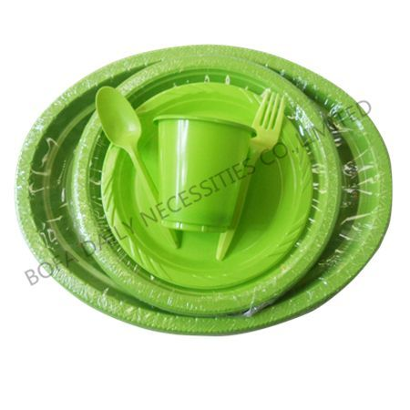 Green plastic tableware set (6...